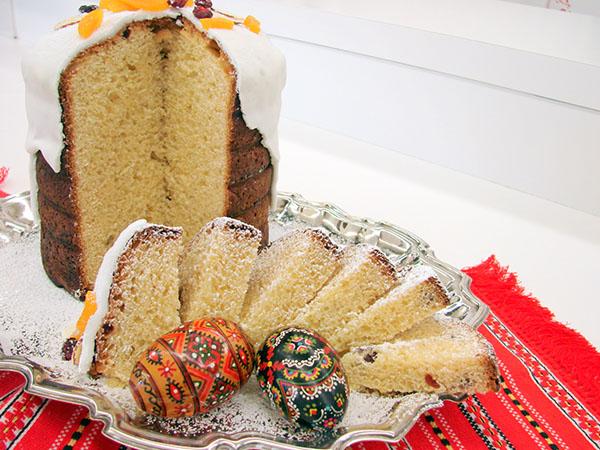 Кулич всегда имел обрядовый характер у славян, незаменимый атрибут пасхального стола.