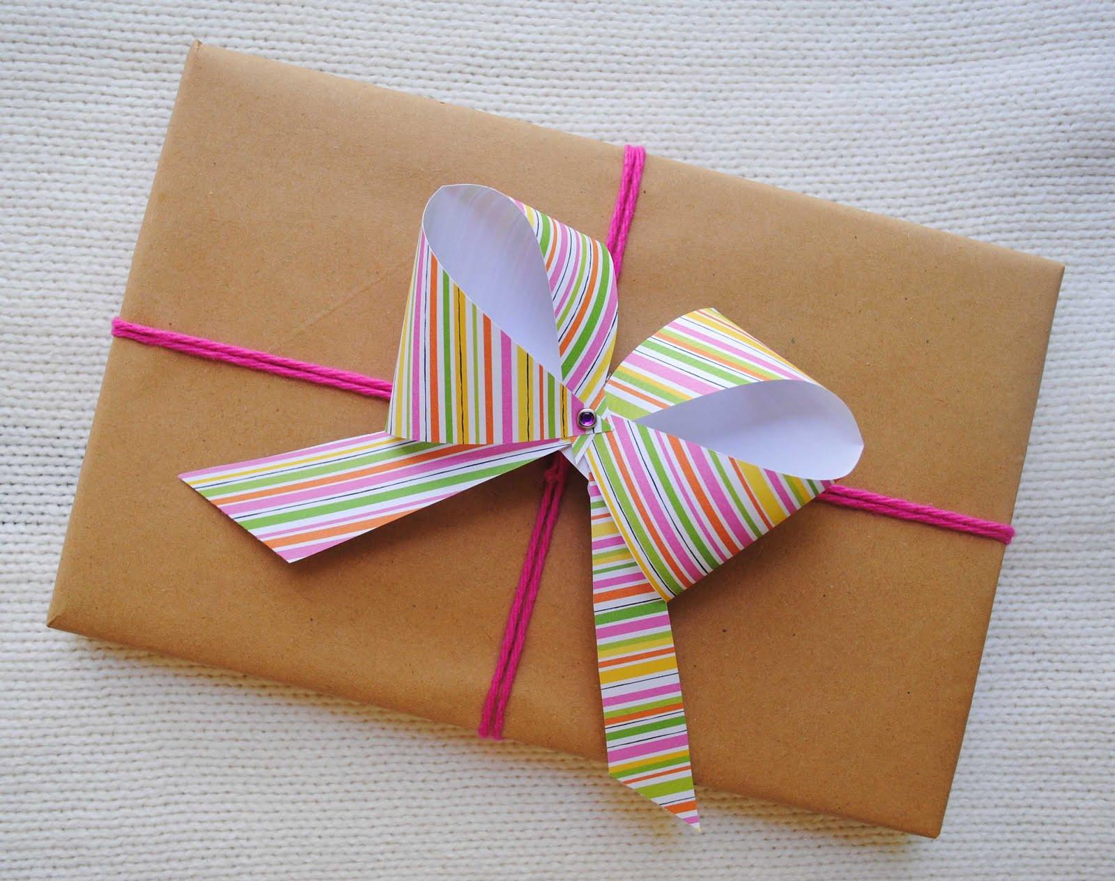 Упаковка подарков своими руками бант из бумаги7