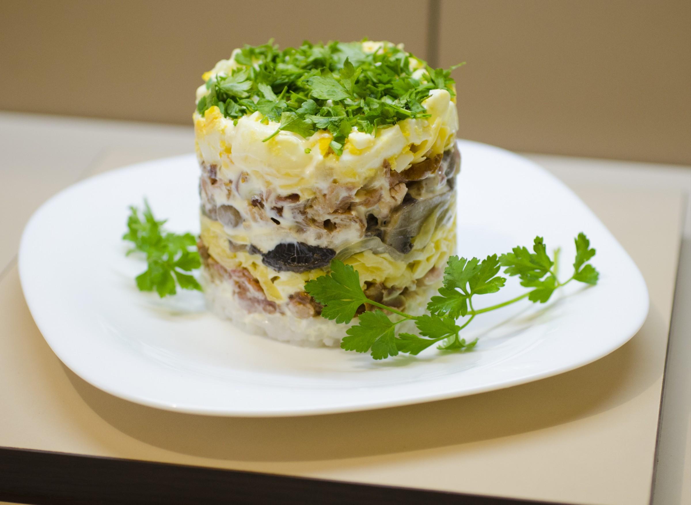 Salata Mistress (nar ile reçete). Yemek pişirme yolları