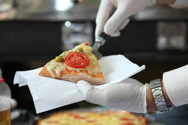 Pizza-Joghurt-Salz-Hefe-Ei. Home Pizza: ein Rezept für Kefir ohne Hefe.